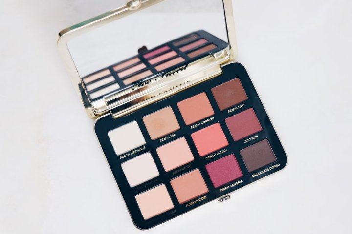Too Faced - Just Peachy Velvet matte Eyeshadow Palette